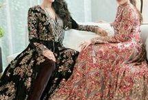 Kareena & Karisma Kapoor / Kareena kapoor #karismakapoor #hintkıyafetleri #hintelbiseleri #indianfashion #bollywoodoyuncuları #bollywoodstyle