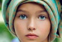 """Olhos, olhares, janelas da Alma... / """"Aonde você guarda teus olhos...? Se eles estão na caixa de ferramentas, eles são ferramentas que usamos na sua função prática. Mas, quando os olhos estão na caixa de brinquedos, eles se transformam em órgãos de prazer.  Brincam com o que veem, olham pelo prazer de olhar.  QUEREM FAZER AMOR COM O MUNDO, olhos de criança.  Surpreenda-se""""...  Andrea Bosco. / by Andréa Bosco"""