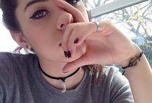 beauty queen / Selfie game strong
