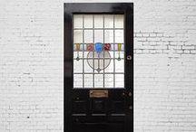 ステンドグラスドア / 当社バイヤーが英国現地にて1点1点セレクトした、まさに本物のヴィンテージドアです。