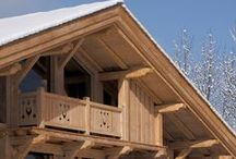 Les Lasures Syntilor / Les Lasures révèlent et préservent la beauté naturelle du bois. Elles laissent le veinage apparent tout en apportant un bel aspect satiné, chaud et velouté. Une large palette de couleur, vous permettra de décorer et d'harmoniser vos boiseries à vos façades.