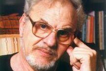 Müller Péter / Író, dramaturg, forgatókönyvíró, előadó. A hazai spirituális-ezoterikus irodalom egyik legismertebb alakja.