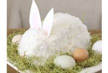 Easter Treats / These delicious Easter themed treats are sure to be a hit at your family Easter party!