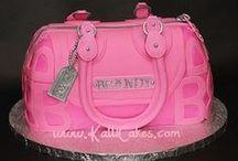 Muotilaukkukakkuja - Handbag cakes / Kakkulaukkujen catwalk on täällä! Nämä upeat laukut hurmaannuttavat ja saavat sinut haukkomaan henkeäsi ihastuksesta.
