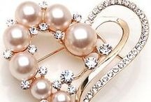 Crushing on Pearls / As I get older, I have a deeper appreciation for the beauty of a simply pearl. / by Julie Ranae