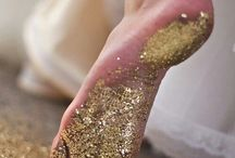 Glitter / GLITTER | glitter makeup | gold glitter | sparkle | gold eyeshadow | gold glitter dress | gold glitter nails | glitter decor | gold glitter wedding