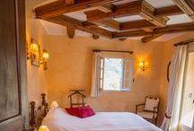 Rooms in La Bonne Étape / Hôtel Relais & Châteaux in the heart of Haute Provence where the sun turns colours into perfumes.  En Haute Provence, où le soleil change les couleurs en parfums.