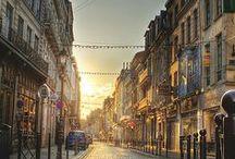 Lille & Nous / Lille est la Quatrième métropole française, carrefour international, place économique dynamique, Lille est également « Ville d'Art et d'Histoire », désignée Capitale Européenne de la Culture en 2004. La ville est désormais une destination touristique de premier plan, reconnue pour son cadre de vie accueillant, son patrimoine préservé et sa vie culturelle intense !
