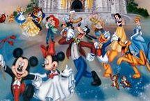 """Walt Disney / Walter Elias """"Walt"""" Disney (Chicago, 1901. december 5. – Los Angeles, 1966. december 15.) amerikai filmrendező, producer és forgatókönyvíró, szinkronszínész és rajzfilmgyáros. A világ leghíresebb rajzfilmkészítője és egyik legnagyobb producere. Ő alkotta meg a Disneyland vidámparkot és hozta létre fivére, Roy O. Disney segítségével a Walt Disney Companyt. Ő és csoportja alkotta meg a világon ma legsikeresebb rajzfilmfigurák többségét, köztük Disney saját figuráját, Miki egeret."""