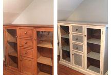 Mis transformaciones de muebles / Este mueble de madera de pino. Se ha pintado en blanco día manos, lijado suavemente y dado cera con color. Las partes que llevan papel, se pega el papel en el mueble, se echa también pegamento por fuera, para finalizar se pone líquido látex para proteger.