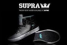 SUPRA Foootwear / Značka  SUPRA bola založená v roku 2005. Zakladateľom bol Angel Cabada. Supra topánky a oblečenie je inšpirované, dizajnované a prezentované s vášňou a individualitou. Poznávacím znamením tejto značky je používanie inovatívnych technológií a nevšedného dizajnu, ktorý vzniká kombináciou street-ového a skateboard-ového štýlu.
