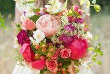 Hochzeitstorten und Brautsträuße / passend zur ländlichen Idylle auf Gut Nettehammer