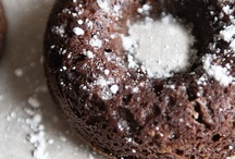 sweets/desserts: donuts
