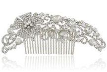 Peigne coiffure mariage / Collection de bijou de coiffure de la mariée avec nos peignes de mariage luxe en plumes naturelles, perles d'eau douce, fleur de coiffure de la mariée en soie blanche ou ivoire.
