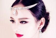 Bijou de front mariage / Pour habiller votre front et apporter une touche glamour ou orientale à votre coiffure de mariée, les bijoux de front sont des accessoires de coiffure originaux.