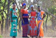 Senegal / Senegal es uno de los países más bellos y diversos de África, y sin embargo sigue siendo relativamente poco conocido. Es un país acomodado entre las tierras áridas del desierto en el norte, y los bosques tropicales y exuberantes del sur. Sus imágenes, sonidos y sabores no dejan indiferente a ningún viajero.  Pero Senegal no es solamente hermosas playas; posee una gran cultura, historia, etnias ancestrales y muchas posibilidades.
