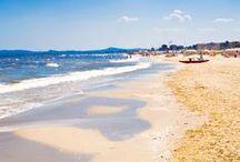 Ganz nah am Strand / Sand, Fels oder Kies - belebt oder ganz ruhig - kilometerlang oder in einer Bucht - in Europa findet Ihr die unterschiedlischsten Strände. Findet heraus, was Ihr am liebsten mögt und welcher unserer Plätze ganz in der Nähe Eures Lieblingsstrandes liegt.