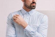 Koszula w biało–niebieską kratę / Wykonana z miękkiej i przewiewnej tkaniny . Imitacja kieszonki  z kontrastowym wnętrzem. Kołnierz klasyczny zapinany na guziki.  100% bawełna Oxford