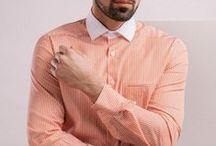 Koszula w biało – koralowe pasy, two ply. / Wykonana z tkaniny o splocie diagonalnym. Mankiet zapinany na guziki, kołnierz włoski w kontrastowym kolorze. Imitacja kieszonki.  100% bawełna Twill