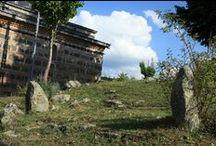 Benli Sultan Dergâhı / Benli Sultan Külliyesi Ilgaz Dağı'nın kuzeyinde, Ahlat Köyü'nün bir mahallesi olan Benli Sultan Köyü'nün sınırları içindeki Benli Sultan Dergâhı