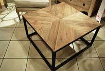 Mesas de madera convinadas con madera. / De nuevo nos hemos rendido a la madera natural, a su calidez, y a todo lo que puede transmitir una superficie de madera en estado puro. Una vez más el material se convierte en protagonista de nuestros rincones …