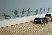 Roda pies. / El zocalo tiene una funcion muy importante tanto decorativa como funcional. Oculta las aberturas entre la pared y el suelo y protege la pared de posibles daños.Os mostramos distintos zocalos, mas altos , con moldura, distinto color al parque dan la posibilidad de poder convinar con parque, moqueta o rachola.