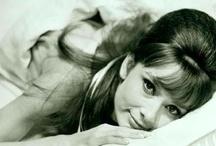 Audrey Hepburn / Porque era una gran actriz! símbolo de mi admiración :)