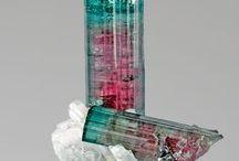 Tourmaline Melon d'Eau 09.CK.05 (Elbaite) / SILICATES (Germanates) | Cyclosilicates | contenant des anneaux à six membres Si6O18 avec des anions complexes insulaires ► Na(Li,Al)3Al6(BO3)3Si6O18(OH)4