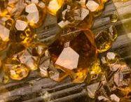 Spessartine 09.AD.25 / SILICATES (Germanates) | Structures de Nésosilicates (tétraèdres isolés les uns des autres) | Nésosilicates avec anions étrangers ► Mn3Al2(SiO4)3
