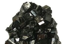 Braunite-I -II 09.AG.05 / SILICATES (Germanates) | Structures de Nésosilicates (tétraèdre d'isolement) | Nésosilicates avec anions non familiers, cations in > [6] ± [6] coordination ► MnMn6SiO12
