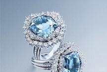 Joyas / Tablero formados con fotografías de las joyas de nuestro establecimiento. Encontrarás marcas españolas e italianas especializadas en diseño, con muchos años de experiencia en el sector de la joyería y brillantería.