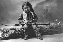 ☽'Tribal Sovereignty' / Seminole; Creek; Chickasaw; Choctaw; Chippewa/Ojibwe; Cree; Haŋ kȟolá (Lakota/Sioux): Hunkpapa, Mniconjou, BlackFootSioux, Oglála, Brulé; Dakota Sioux; Assiniboine; Arikara/Sahnish; Apsáalookěi/Apsaroke/Crow; Niitsítapi/Blackfoot; Flathead/Salish/Kalispel; Nez Perce; Umatilla; Shoshone; Bannock; Paiute; Ute; Arapaho; Comanche; Tsétsėhéstȧhese/Cheyenne; western Apache, Kiowa/plains apache, White Mountain tribe, Mescalero, Jicarilla, Chiricahua, Navajo & others.