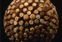 Reciclando Tapones de Corcho / Los tapones de corcho no solo sirven para tapar una botella de vino. Aquí os damos ideas de que hacer con ellos una vez que la botella esté vacía. / by Ecomania