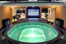 Luxury > Life on the ocean waves