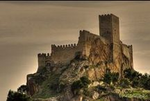 Castillos, Palacios y Fortalezas / Castles, Palaces and Fortress around the World. / by Ecomania