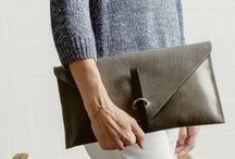 collezione accesori / Handbags & Wallets. On the go? Be sure to take us with you...