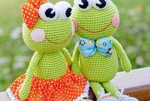 Amigurumi frogs