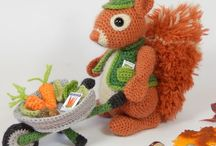 Amigurumi squirrels
