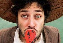 Artiesten | Goos Meeuwsen / Goos Meeuwsen is één van de weinige officiële clowns uit Nederland. Met zijn combinatie van ingehouden spel en een breed spectrum aan mimiek weet hij al jaren vele mensen te ontroeren. Goos is een internationaal veelgevraagde artiest en trad op in tientallen circus- en theaterproducties.