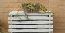Ideas para ocultar el aire acondicionado / Algunas bonitas ideas para camuflar el aire acondicionado exterior en la decoración de tu jardín o terraza.