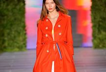 Karlie kloss / She is my beauty icon among the models during a fashion show. I LOVE the way she walks. She is absolutely stunning, she is the panther!