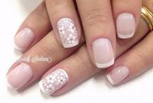 best nude nails lips make up