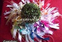 Autoschleifen zur Hochzeit / Autoschleifen, Spiegelschleifen zur Hochzeit - in (fast) allen Farben möglich - dekoriert mit Diorröschen, Calla oder Perle #wedding #hochzeit #autoschleifen #spiegelschleifen #creativanita