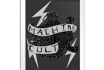 Machine Cult / A Machine Cult – Kustom Shop é a loja online especializada para você comprar camisetas masculinas de carro e moto. Além disso, oferecemos outros produtos relacionados à Kustom Kulture: pôsteres, miniaturas, isqueiros e suvenires.