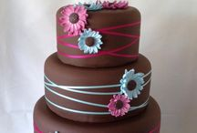 Brown/pink cakes