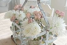 Pretty Flower Displays for Inside. / Bunches of flowers and ways of displaying flowers.