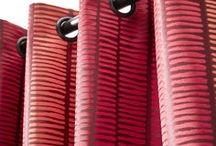 Africa terracotta / Tribal red / Un tissu aux inspirations ethniques dans un camaïeu de tons rouges flamboyants et chics.