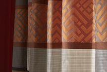 Toscan spirit / Laissez-vous séduire par cette rayure horizontale aux motifs fins et travaillés inspirés de l'architecture italienne, pour un intérieur chic et élégant.