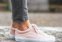 *Vãnš* / Buy the shoes