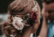 *flower crowns* / I rather wear flowers in hair than diamonds around my neck